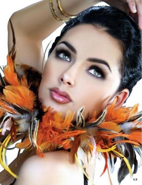 ===La mujer, un bello rostro...=== - Página 5 2ce44f52