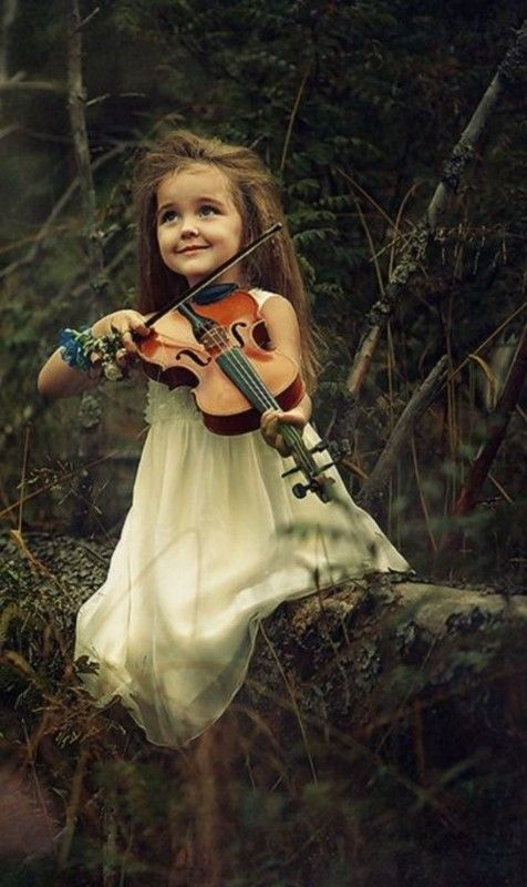 une jolie et adorable  musicienne