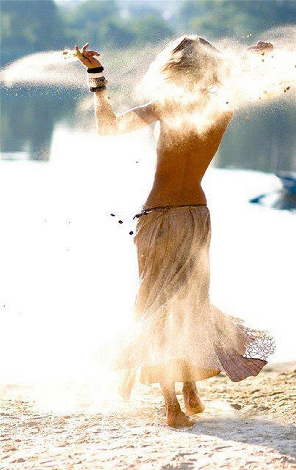 Фото девушек танцующей со спины